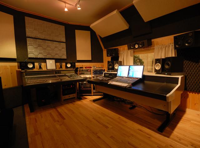 Music_Producer_Alex_Salzman_Studio_Control_Room